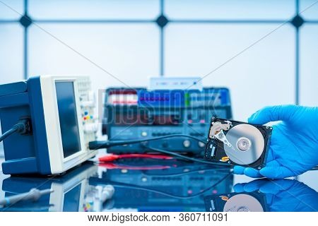 Bad HDD hard drive in data recovery service