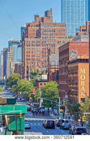 New York, Usa - October 2, 2018: View At West 19th Street From The High Line A Elevated Linear Park