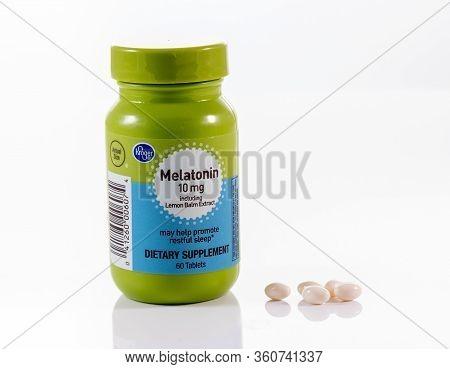 Morgantown, Wv - 11 April 2020: Kroger Store Brand Melatonin Capsules And Tablet Bottle White Backgr