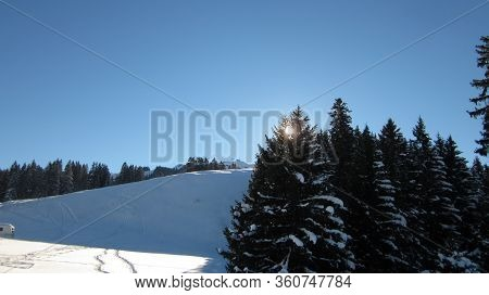 Setting Sun In The Winter Mountain Landscape. Sunny Day In The Destination Flumserberg Of The Swiss