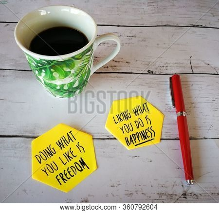 Two sticky notes with coffee and pen