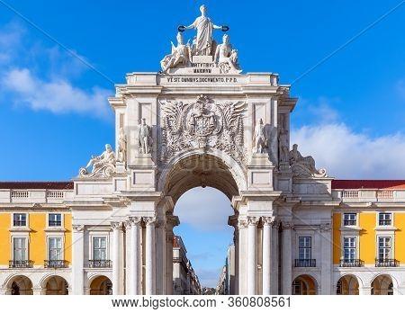 Rua Augusta Arch (arco Da Rua Augusta) Is A Stone Triumphal Arch In Commerce Square (praça Do Comérc