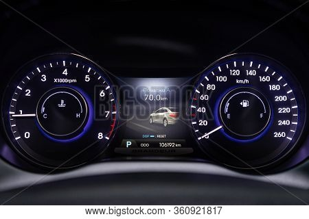 Novosibirsk/ Russia - April 02, 2020:  Hyundai Grandeur, Round Speedometer, Odometer With A Range Of