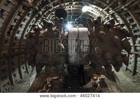 Coal Extraction: Coal Mine Combine