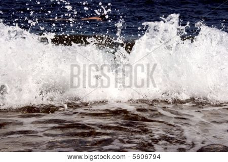 Red sea waves