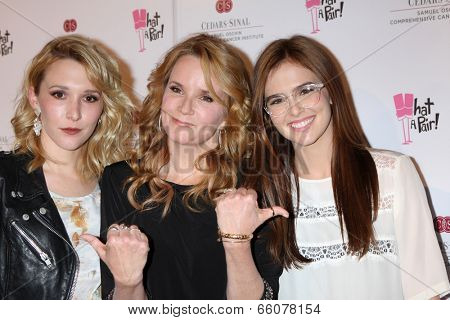 LOS ANGELES - MAY 31:  Madelyn Deutch, Lea Thompson, Zoey Deutch at the