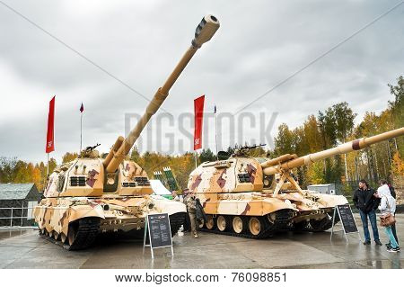 The 152 mm howitzer 2S19M2