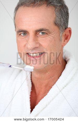 Portrait of man brushing his teeth