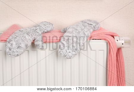 Heating radiator with knitted clothing