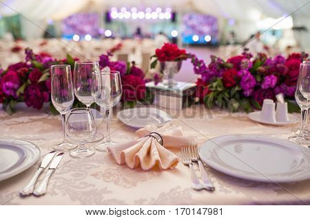 beautiful table setting wedding table with flowers