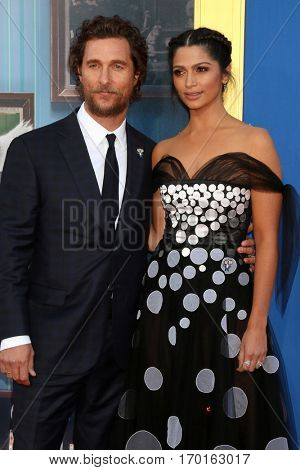 LOS ANGELES - DEC 3:  Matthew McConaughey, Camila Alves McConaughey at the