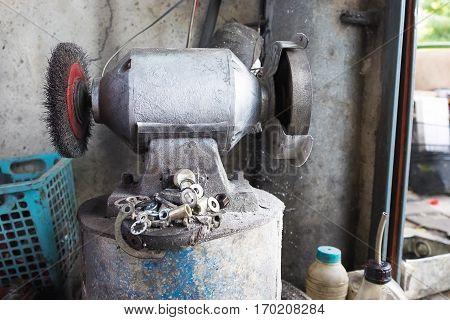 Circular Wire Grinding Brush Machine. Steel Polisher.