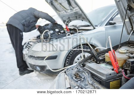 Automobile starter battery problem in winter cold weather conditions