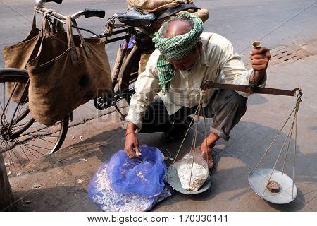 KOLKATA, INDIA - FEBRUARY 07: Street trader sell garlic outdoor, on February 07, 2016 in Kolkata, India