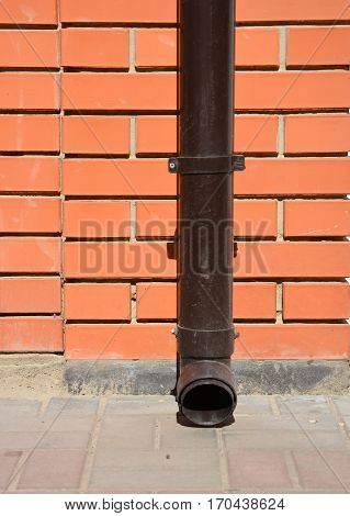 Rain Gutter Holder and Downspout Pipe without any Drainage Hole on Pavement.