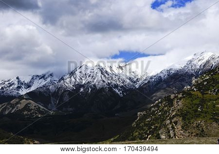 Snow covered mountains on Arthur's Pass New Zealand.