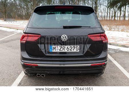 Volkswagen Tiguan, 4X4 R-line. Black