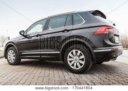 Black Volkswagen Tiguan, 4X4 R-line