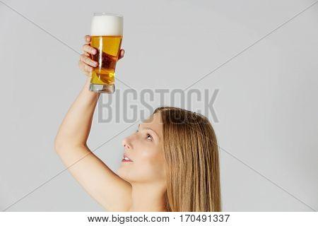 Woman applying hair beerconditioner.