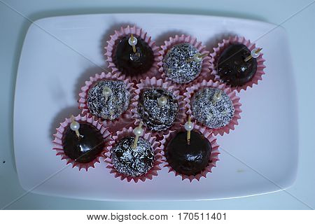 Mixed with chocolate cakes and coconut, Hazelnut