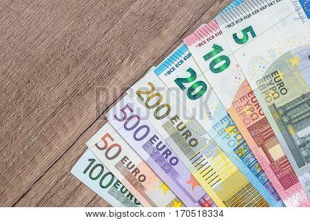 5 10 20 50 100 200 500 full set of euros bills.