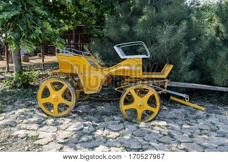 Old Yellow Coach. The Wagon Without A Horse