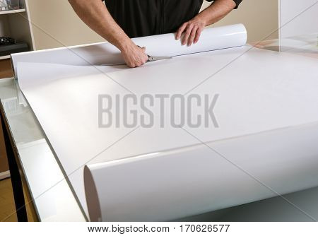 Cutting Paper Off Wide Roll