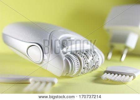 Epilator epilator brush for cleaning power supply