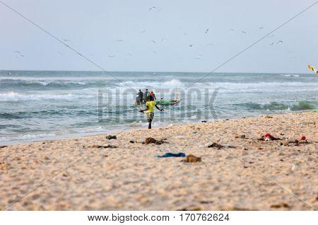 girl waiting for the fishermen M'Bour. Senegal