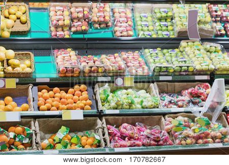 Side view of supermarket shelves in grocery store