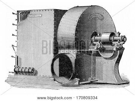 Group calorigenic Sturtevant, with fan control via pulley, vintage engraved illustration.