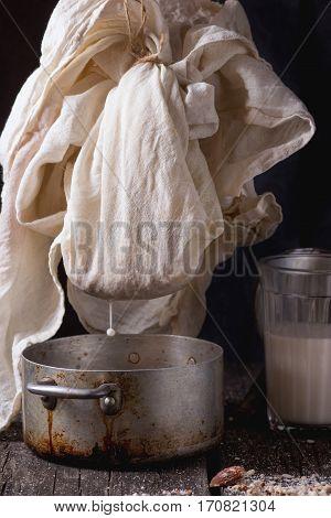 Making Non-dairy Almond Milk