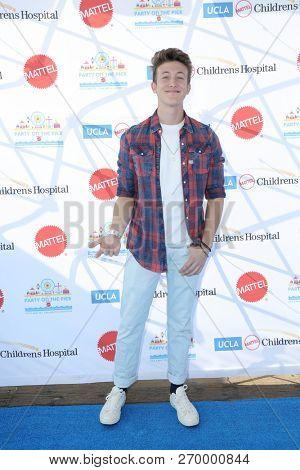 LOS ANGELES - NOV 18:  Luke Mullen at the UCLA Childrens Hospital