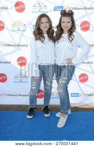 LOS ANGELES - NOV 18:  Bianca D'Ambrosio, Chiara D'Ambrosio, The D'Ambrosio Twins at the UCLA Childrens Hospital