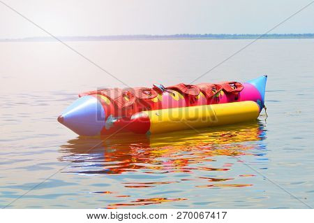 Banana Boat For Fun / Colorful Of Banana Boat Float On Water Surface In Summer Day - Banana Boat Wit