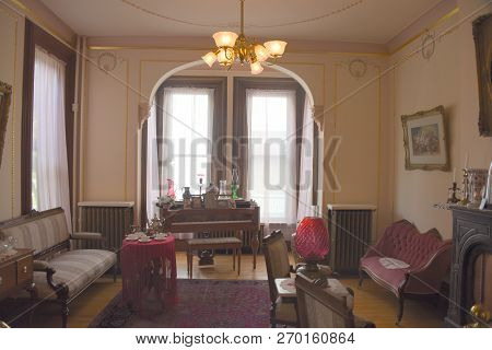 Findlay, Oh, May 30th, 2018, Old Fashioned, Vintage Living Room, Parlor Set Up, Display, Hancock His
