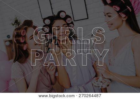 Smiling Girls. Happy Women. Women Spend Good Time. Beautiful Women. Best Girlfriends. Best Trio. Hen
