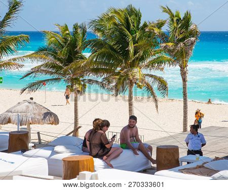 Mexico, Cancun - February 15, 2018: Ocean View And Cancun Beach And Lots Of People Resting  Grand Py