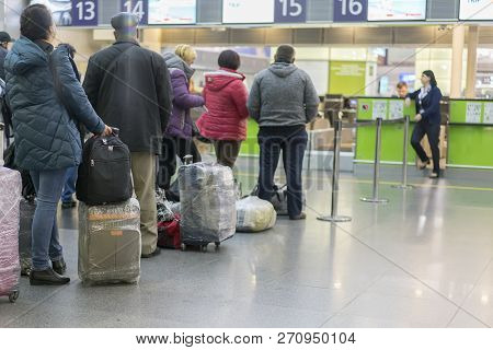 Image Of Passengers Check In At The Check-in Counter At The International Airport. Image Of Passenge