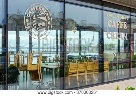 New Brighton, Uk: Jun 3, 2020: A Caffe Cream Ice Cream Parlour And Cafeteria Is Temporarily Closed D