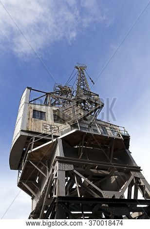 Bristol, Uk - October 4, 2012: A Disused Stothert And Pitt 10 Ton Crane Outside The M Shed Museum In
