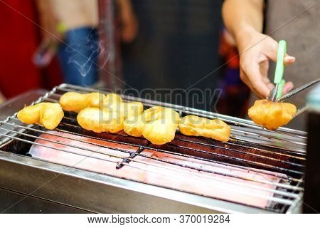 Homemade Grill Chinese Bread Stick (chinese Donut Or Beh Teung Guai) At Yaowarat Thailand - Food Con