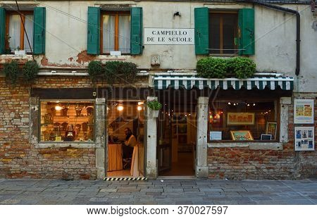 Venice, Italy - September 25, 2017: Old Shop Fronts A Jewellers And An Art Gallery In Venice Close T