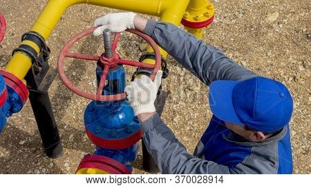 Gas Industry, Gas Transmission System And Gas Pipeline. Communications, The Worker Opens, Closes The