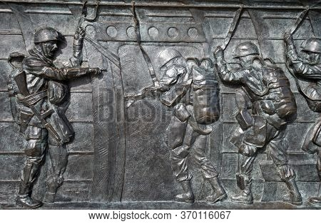 Washington, D.c., Usa - November 11, 2017: Bronze Bas-relief, Showing Paratroopers Ready To Jump Out
