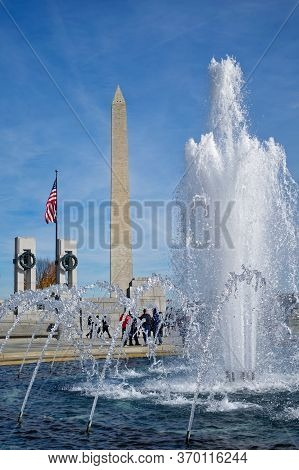 Washington, D.c., Usa - November 11, 2017: Tourists And Washington Monument Are Seen Behind The Worl