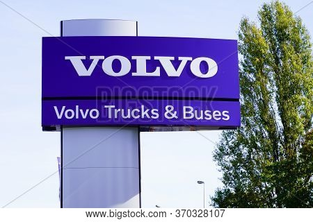 Bordeaux , Aquitaine / France - 10 27 2019 : Volvo Logo Shop Trucks Buses Automobile Dealership Stor
