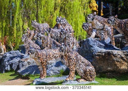 Pattaya, Thailand -​ May 2, 2019​: Statue Tiger Zoo Valley​ In  Nong Nooch​ Garden, Tourists ​ Trave