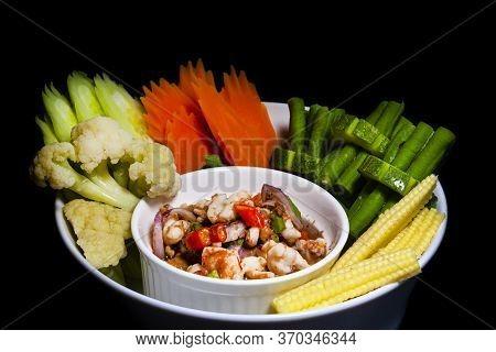 Thai Food: Chili Paste Paste, Fresh Shrimp, Served With Fresh Vegetables.