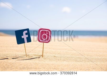 Maspalomas, Gran Canaria - October, 2019: Facebook And Instagram Icons On Sticks On Sandy Beach At S